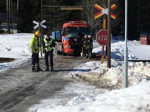Olyckan inträffade på en järnvägsövergång vid Mälby söder om Fors i Avesta kommun.