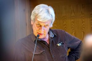 Göran Jansson gick emot sina partikamraters linje och röstade för att det ska byggas en bandyhall på SJ-området.
