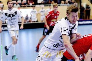 Marcus Ekengrens Örebro Innebandy har inte tagit en trepoängare sedan den 14 oktober. Då låg laget tvåa i SSL, nu har Örebro rasat till näst sista-platsen.