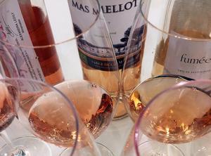 Rosévinets färg kan skifta från lökfärgat, till svagt rosa, tegel och ljusrött. Bild: Sune Liljevall
