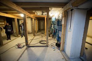 I källaren i bakre delen av byggnaden, under vapenhuset, kommer man att bygga en hall med hiss, toaletter och garderob.