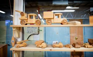 De flesta leksaksbilar som tillverkas hos Telleby verkstäder går på export till europeiska länder, men även till Kina och USA.