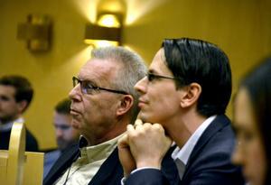 Mats Hellhoff och Johnny Skalin är två av partitopparna i Västernorrland som nu möts av hård kritik från medlemmar och före detta medlemmar.