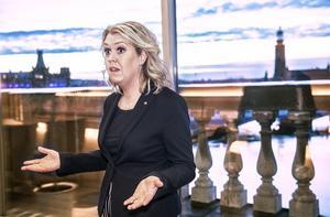 Socialminister Lena Hallengren (S) och regeringen är mer eller mindre bundna av det kommunala självstyret. Foto: Tomas Oneborg / TT