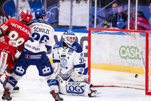 1–0 ramlar in bakom Axel Brage i Leksands mål. Foto: Daniel Eriksson/Bildbyrån