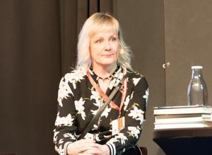 Kati Hiekkapelto, finsk före detta performanceartist och punksångerska, nu deckarförfattare.
