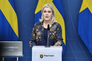 Socialminister Lena Hallengren (S) medverkar på pressträffen.