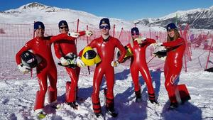 Jonatan Brunnberg efter det att han kört 207,016 km/tim. På bilden tillsammans med från vänster:Mats Abrahamsson, Väst alpin SK Göteborg, Lars Beskow, Storvreta IKJonatan Brunnberg, Idre Speedskiförening, Hanna Matslofva, Orsa Alpina och Britta Backlund, Rättviks SLK.