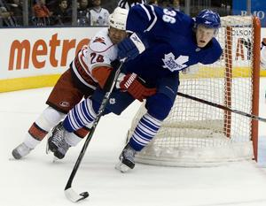 Gunnarsson under sin första NHL-säsong. Foto: AP Photo/The Canadian Press, Chris Young
