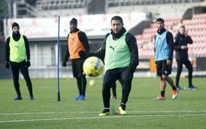 Moshtagh Yaghoubi tränade med ÖSK under två dagar förra veckan. Landslagsmittfältaren från Finland är fortfarande aktuell för allsvenska ÖSK men klubben dröjer med beslutet.