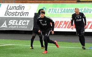 Bjarni Mark Antonsson deltog i enklare övningar på fredagens träning.