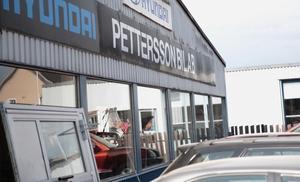Innan expansiva AD Bildelar hann flytta in i anrika Pettersson Bil AB:s rymliga lokaler hann inbrottstjuvar göra ytterligare ett besök.