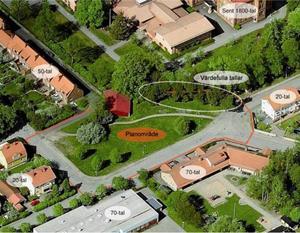 I detaljplanen pekas en rad med tallar mellan Vallbacksskolan och det framtida bostadsområdet ut som värdefulla. De ska bevaras. BILD: Gävle kommun