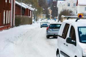 På vintern är det extra trångt för fordonen på Rättviksvägen.