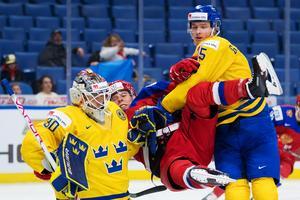 Filip Gustavsson motade fyra av de fem ryska straffarna för att leda Sverige till seger. Bild: Joel Marklund/Bildbyrån
