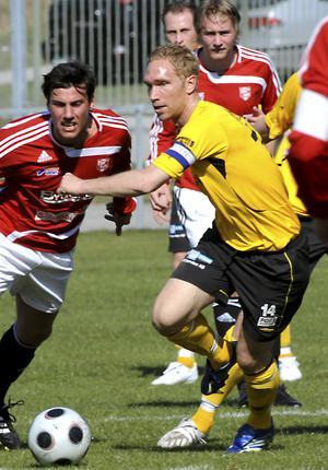 Mikael Wiker säsongen 2008. I 6–0-derbyt på Ekbacken gjorde mittfältaren Södras två första mål. Foto: BBLAT-arkiv