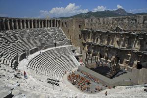 Den antika teatern i Aspendos är en av världens allra bäst bevarade. Här bjuds det på opera sommartid.