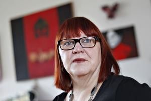 Kiki Larsson har efterlyst debatt om Konstcentrums inriktning.