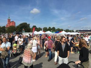 Skärgårdsmarknaden i Nynäshamn lockade massor av besökare.