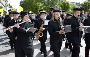 Sundsvalls Paradorkester består av ungdomar och är i dag Sundsvalls Kulturskolas marscherande blåsorkester.