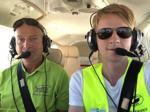 Egil Wicander har varit pilot och pappa Peter Wicander har varit spanare i jakten på skogsbränder i norra Dalarna. Duon är engagerade i Ovansiljans flygklubb.