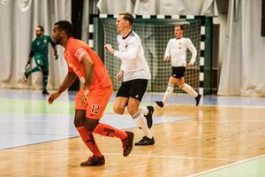 Tobias Boström gjrode ett mål och en assist i bronsmatchen mot AFC Eskilstuna, i Örebro open futsal cup.