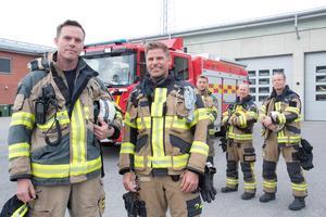 Jonas Gustafsson och Andreas Falkhed var på plats vid branden på Musköten i Ösmo. Här med kollegerna Daniel Schaub, Conny Andersson och Patrik Ehn på brandstationen i Nynäshamn.