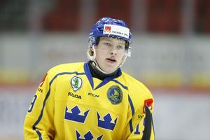 Karl Henriksson har nu tagit medalj med både U18- och U20-landslaget. Teoretiskt kan han spela junior-VM igen även nästa år, eftersom han är född 2001. Foto: Bildbyrån