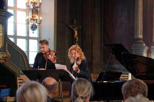 Fredrik Paulsson, violin, och Ellen Nisbeth, viola bjöd på lysande spel.