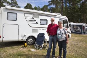 Tyska Georg och Helga Wohlers har även dem hittat till Engesbergs camping. De tycker att det bästa med Sverige är  naturen och de små sjöarna. De är för första gången i Gävle, men har besökt Sverige ett flertal gånger. - För varje gång vi åker hit vill vi se mer av Sverige, säger Helga Wohlers.  Och denna gång tog de sig till Gävle. - Folk är väldigt trevliga här, tillägger hon.