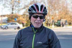 Staffan Karlsson:  Det är klart att det blir bra med den ombyggda bron. Sedan blir det jobbigt att de stänger trafiken. Men det är stängt på så många andra platser i staden, så det gör väl inte så mycket om de stänger där. Det är för övrigt  fantastiska cykelbanor i Örebro. Jag kommer från Karlskoga. Vilken jäkla skillnad. Allting är bättre här när det gäller cykling.