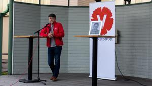 Ett av de sista rackartygen från vänsterveteranen när han inför valet 2018 bjöd upp till debatt. Med Marino Wallstens (S) fotografi.