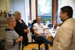 Samtliga allianspartier har bjudits in till möte med Socialdemokraterna. Från vänster: Anne-Marie Larsson (M), Marita Lärnestad (M), Mats Siljebrand (L) och David Winerdal (KD).