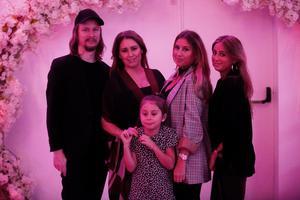 Henrik Hallgren, Doreen Månsson, Amina Månsson, Hayat Ashkar och Yasmine Månsson. Doreen Månsson var också en av kvällens underhållning.
