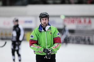 Niklas Marklund menar att regelverket är sportens starkaste vapen mot grovt spel. På bilden domare Christoffer Aidesjö.