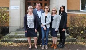 Nya blocköverskridande majoriteten i Borlänge. Carin Örjes (C), Jan Bohman (S), Elina Brodén (MP), Monica Lundin (L) och Nicole Skoglund (Ofa).