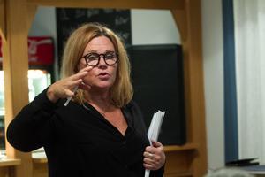 Farsen är något helt annat än Iggesundsrevyn som återkommer nästa år förklarar Cia Olsson.