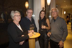 Martin Björkgren i mitten fick som 70-årspresent att se Sven-Ingvars. Tio år tidigare fick han samma present, men då var det med Sven-Erik och inte hans son som sångare. Här är han tillsammans med Britt Björkgren samt Louise Jutterström och Leif Jutterström.