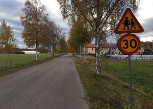 Mellan de båda 30-skyltarna intill Kyrkskolan mätte vägföreningen hastigheten på alla fordon mellan den 1 och 8 oktober.