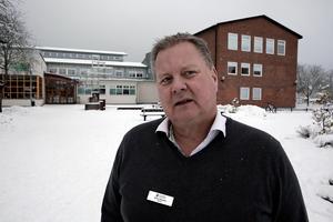 Elever och personal på Lorensberga skola med högstadierektorn Göran Thörnqvist i spetsen kommer att få stå ut med en hel del omflyttningar de närmaste 1,5 åren.