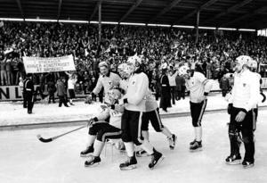 En klassisk bild. Efter SM-finalen 1976 föstes Göran