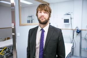 Simon Nilsson jobbar med att ta fram en digital vårdtjänst för Region Gävleborg. Bild: Erik Engelro