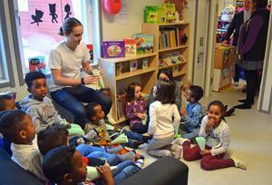 280 barn får glädje av det nya förskolebiblioteket.
