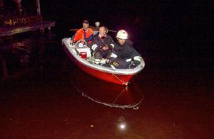 Polisen letade efter den försvunna mannen till klockan tre på natten. Mannens båt hittades drivande på sjön.