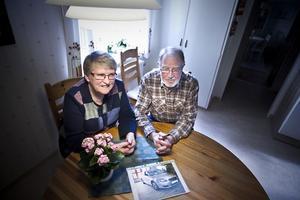 Anita och Rolf Båth i Valla, Färila, krockade med en älg på väg hem från fritidshuset. Bilen dömdes ut men några större personskador orsakade inte olyckan.