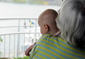 Red ut vem som ska betala skatt på fonder: föräldrarna eller givarna. Foto: Hasse Holmberg/TT