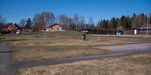På den här tomten, bredvid Rungården, planeras det för ett hus med 22 lägenheter.