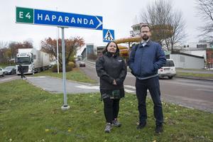 Patrik Svensson, enhetschef på Örnsköldsviks kommuns miljö- och hälsoenhet, här tillsammans med miljökontorets Susanna Vainio (bilden tagen i oktober i år till en artikel om E4-trafiken genom centrala Örnsköldsvik).