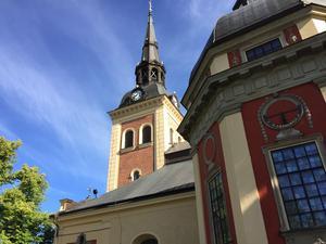 Lunchmusiken arrangeras varje fredag klockan 12 i Sankta Ragnhilds kyrka.