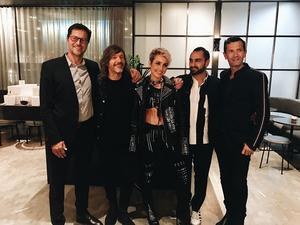 Hela gänget bakom N.C.P Jonas Nilsson, Steve Terry och Noomi Rapace. Tillsammans med Arash